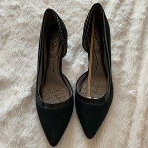 Black pointed kitten heel